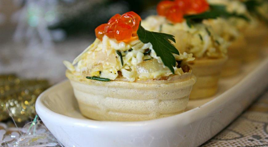 """Салат с кальмарами в тарталетках """"Новогоднее чудо"""". Шаг 7"""