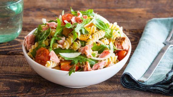 Паста-салат с консервированным тунцом
