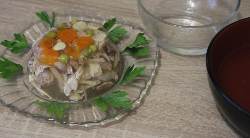 Перед подачей можно украсить блюло свежей зеленью.