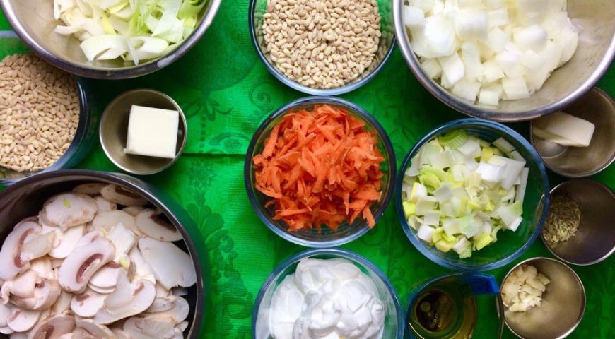 Овощной перловый суп-пюре с луком-пореем и шампиньонами. Шаг 2