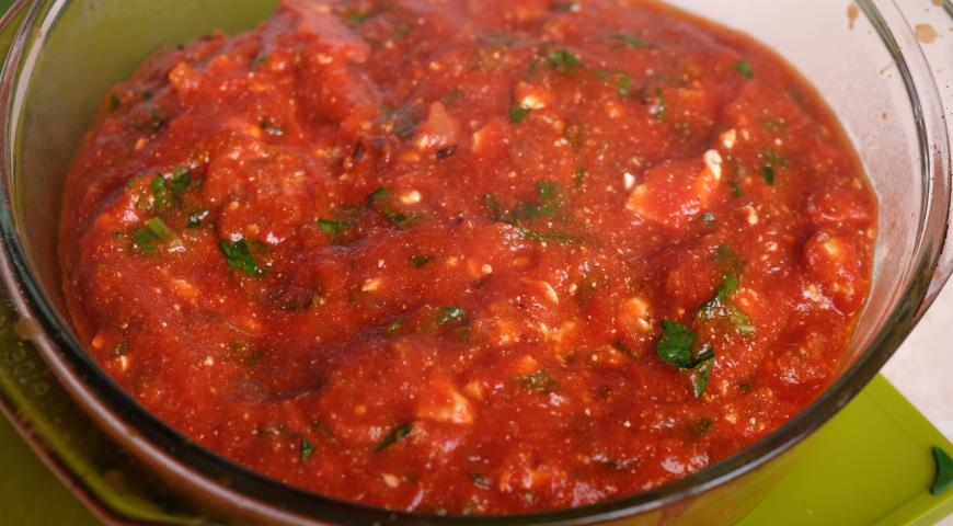 Треска в томатно-винном соусе с базиликом и фетой. Шаг 3