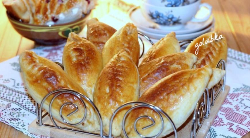 Пирожки с мясным фаршем и грибами готовим до румяной корочки