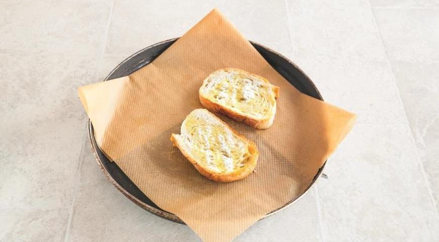 Фото приготовления рецепта: Французский луковый суп, шаг №5