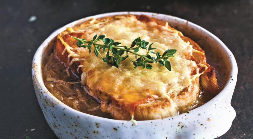 Французский луковый суп photo