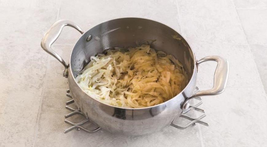 Фото приготовления рецепта: Французский луковый суп, шаг №1