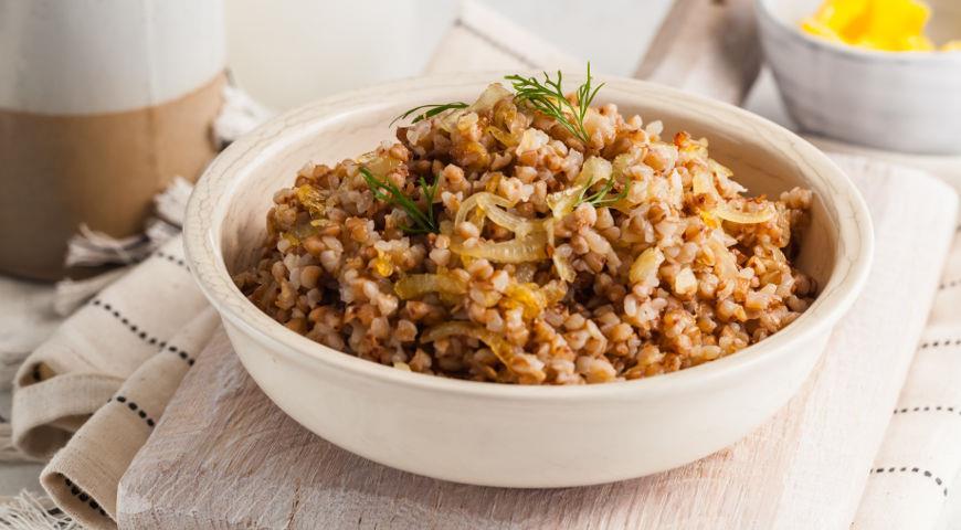 Рассыпчатая гречка с жареным луком, пошаговый рецепт с фото