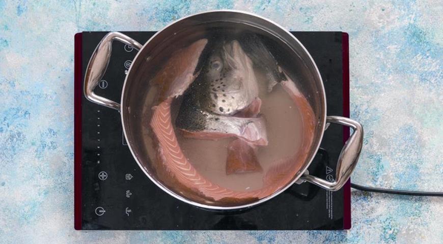 Фото приготовления рецепта: Солянка из семги, шаг №1