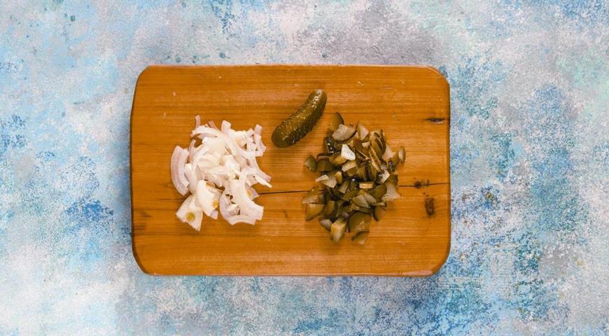 Фото приготовления рецепта: Солянка из семги, шаг №3
