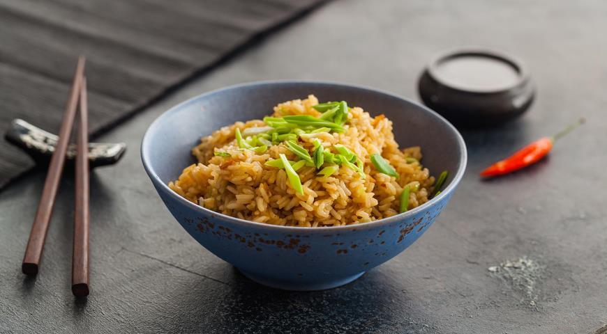 Жареный рис с имбирем и зеленым луком