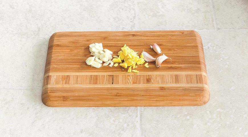 Фото приготовления рецепта: Жареный рис с имбирем и зеленым луком, шаг №1