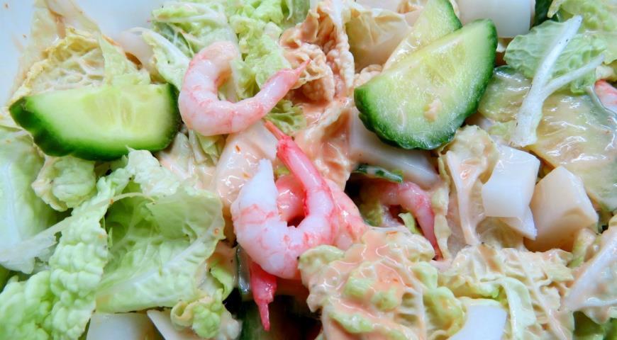 Салат из креветки и кальмары