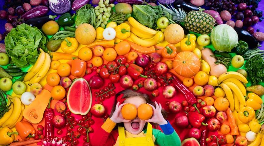 Почему нужно есть фрукты и овощи всех цветов радуги