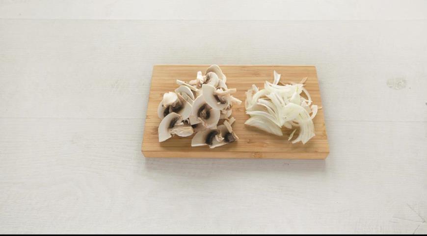 Говяжье филе с грибами в сливочном соусе. Шаг 1