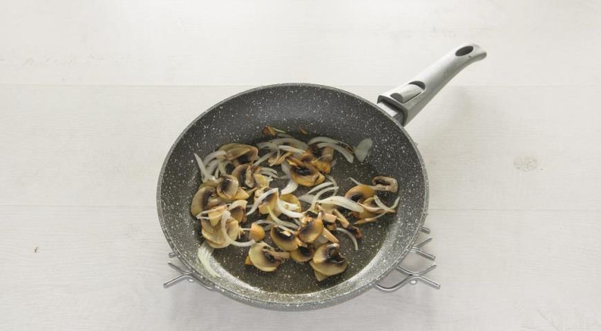 Говяжье филе с грибами в сливочном соусе. Шаг 2