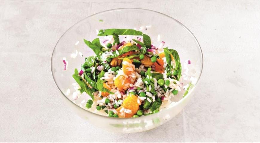 Рисовый азиатский салат с теплым лососем, пошаговый рецепт с фото