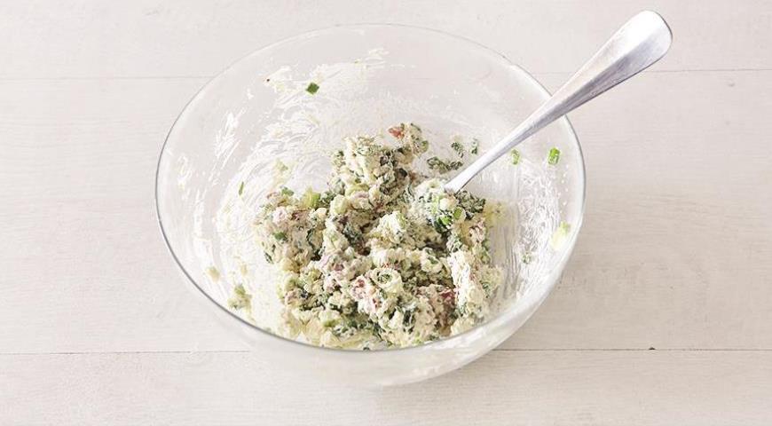 Фото приготовления рецепта: Фаршированные яйца, шаг №4