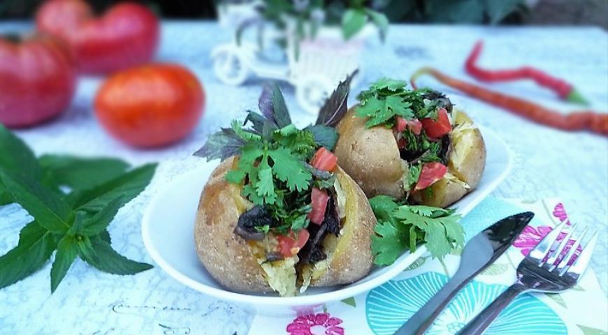 Подаем Кумпир (kumpir) - картофель в фольге по-турецки горячим