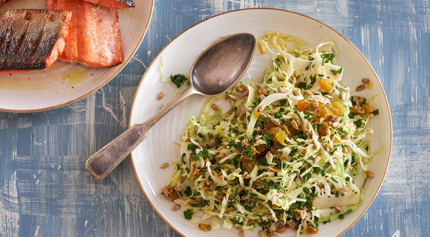 Молодая капуста с изюмом и семечками, пошаговый рецепт с фото