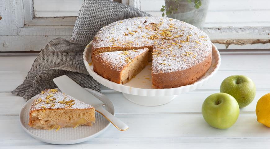 шарлотка с яблоками и манкой рецепт