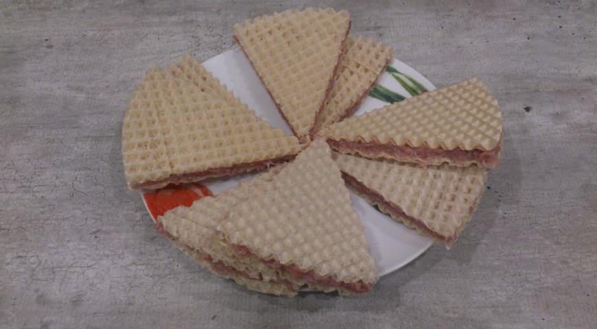 Треугольные котлеты в вафельном корже . Шаг 5