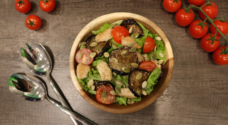 Салат с баклажанами под ореховой заправкой. Шаг 5