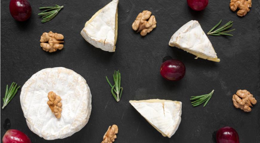 Молодой сыр с белой плесенью