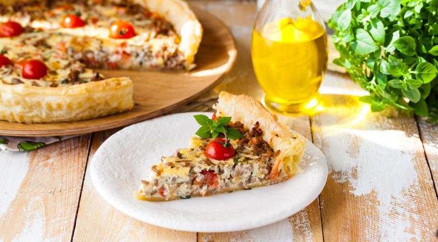 Італійський пиріг з фаршем і помідорами