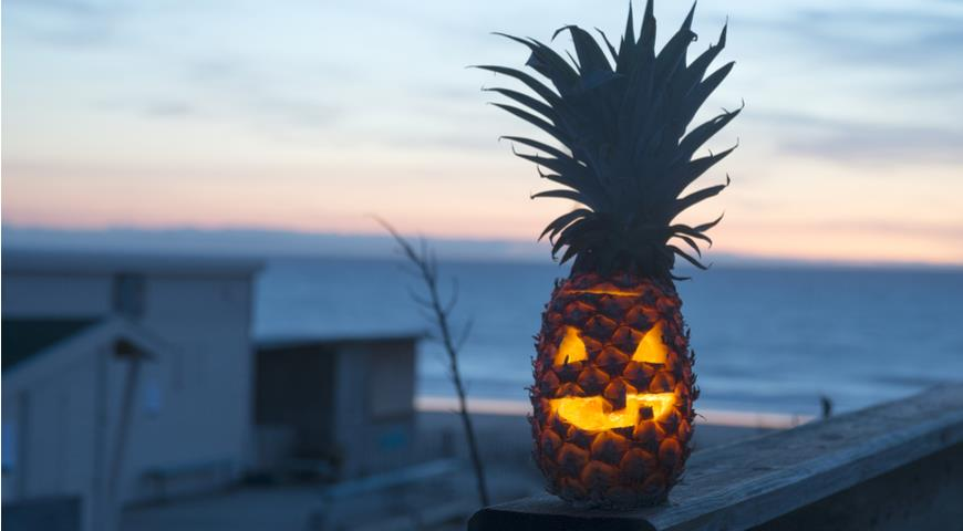Джек-фонарь из ананаса на Хэллоуин