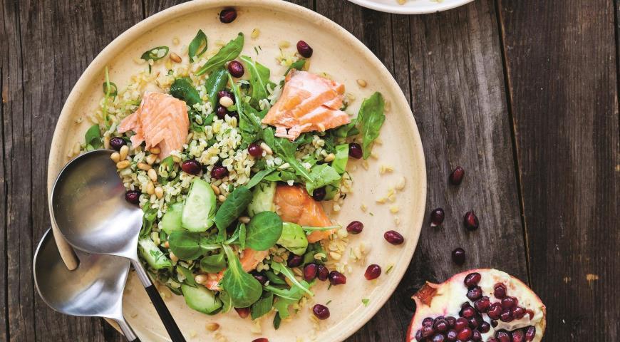 Салат из булгура с рыбой