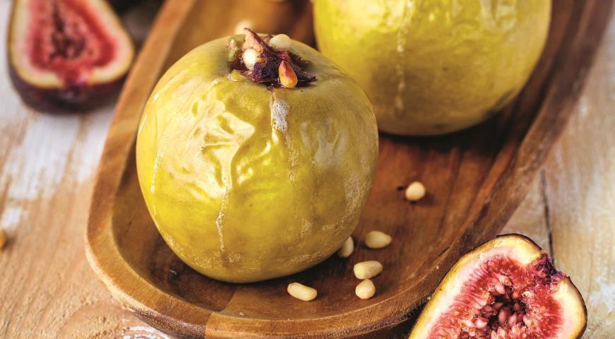 Печеные яблоки с сюзьмой и кедровыми орехами