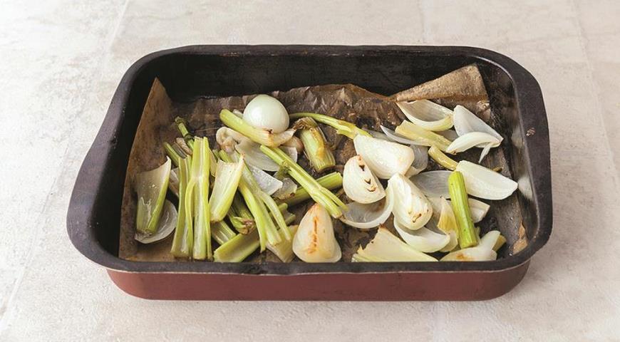 Фото приготовления рецепта: Суп из печеных овощей с зеленью, шаг №1