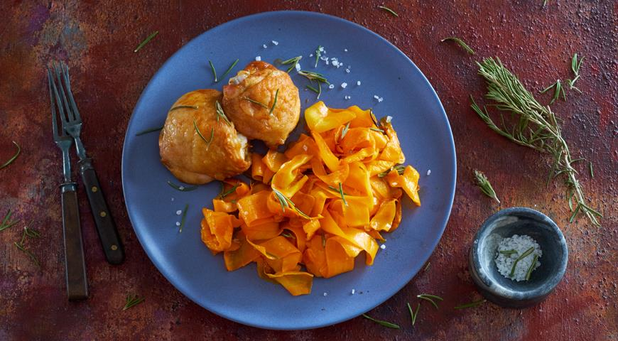 «Лапша» из моркови с розмарином