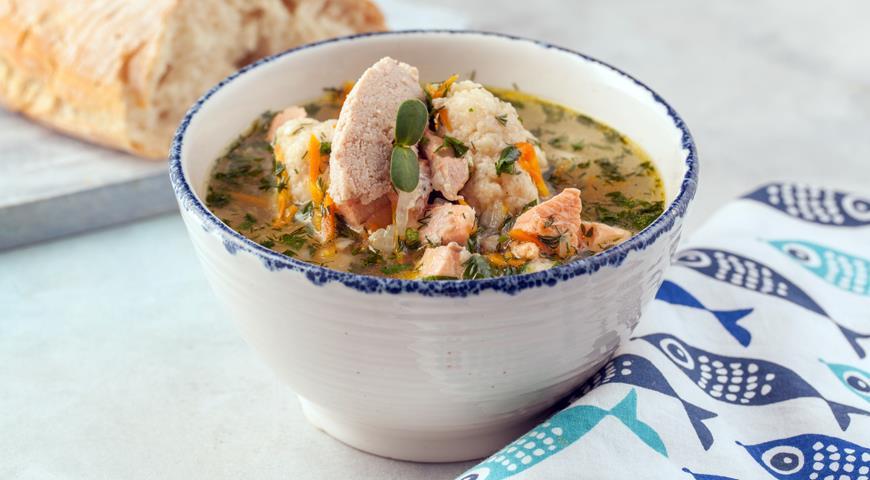 Рыбный суп с клецками из тресковой икры