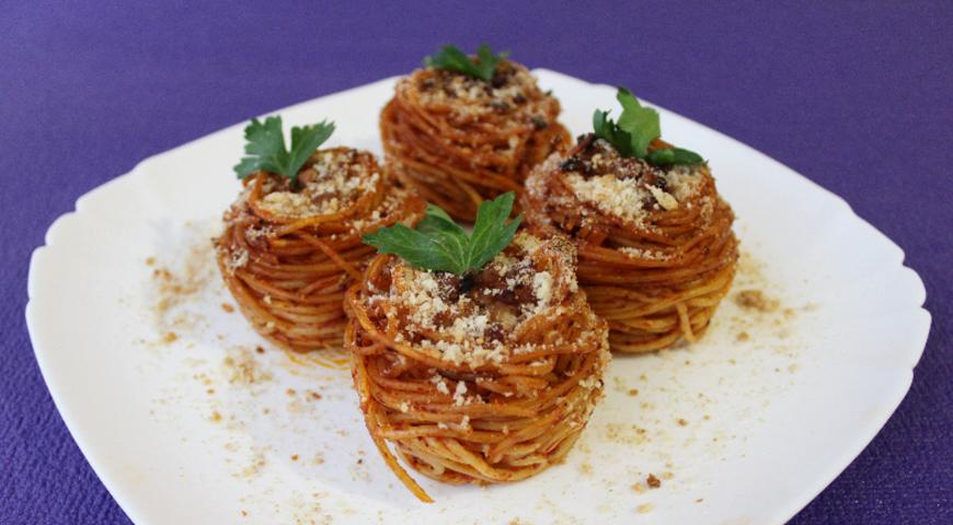 Томатні гнізда з спагетті