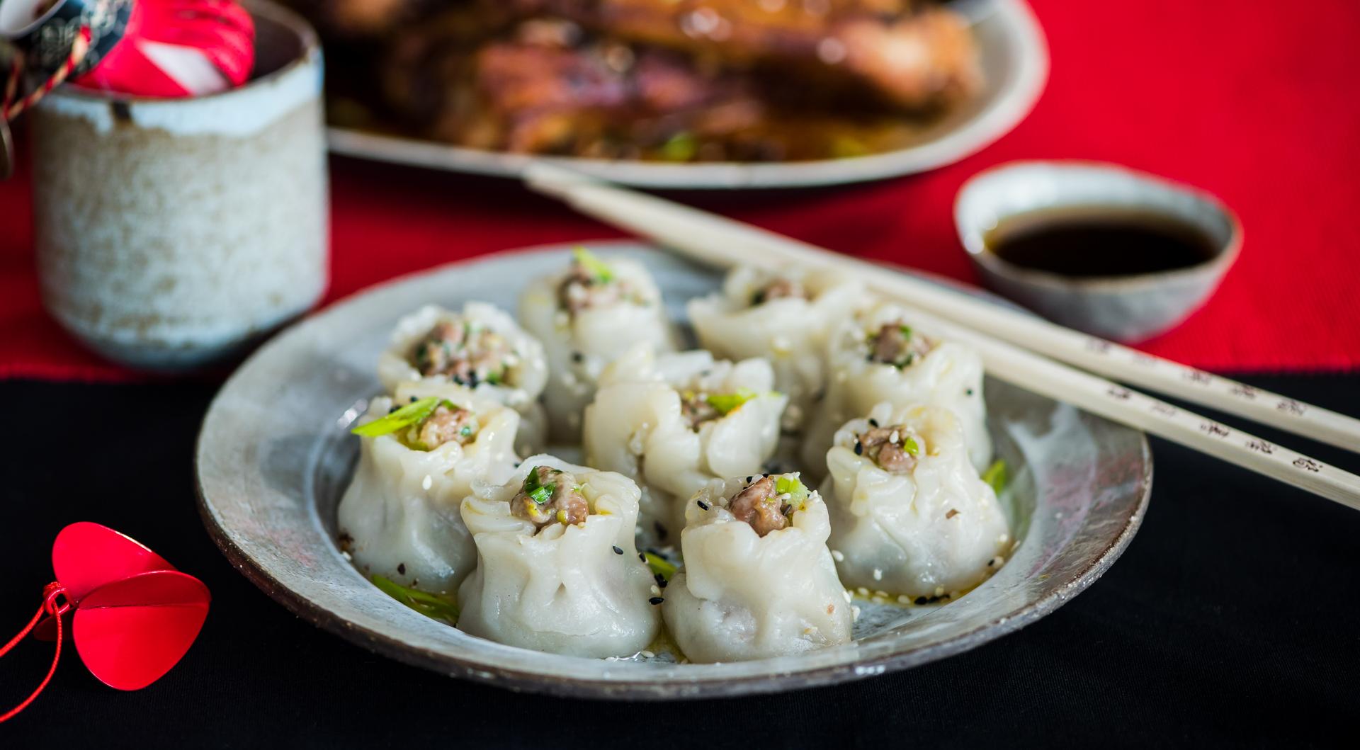 Китайські пельмені на пару зі схованим арахісом
