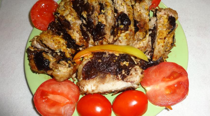 Запечённая свинина с черносливом. Шаг 10