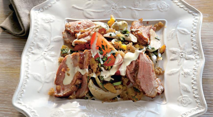 Теплый салат с уткой и йогуртово-горчичной заправкой, пошаговый рецепт с фото