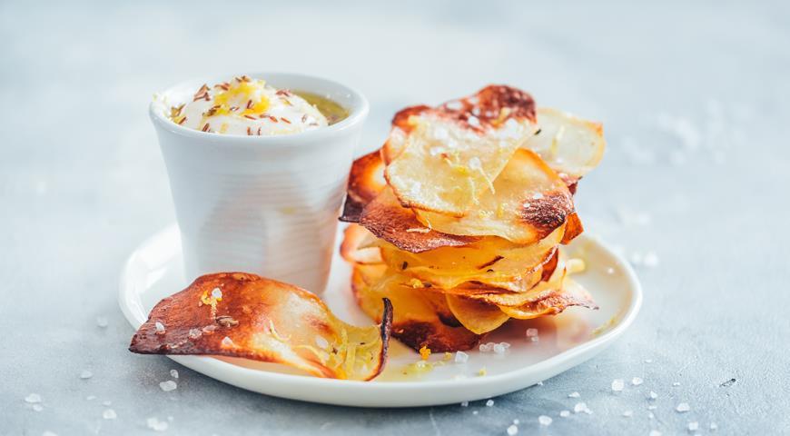 картофельные чипсы с лимоном