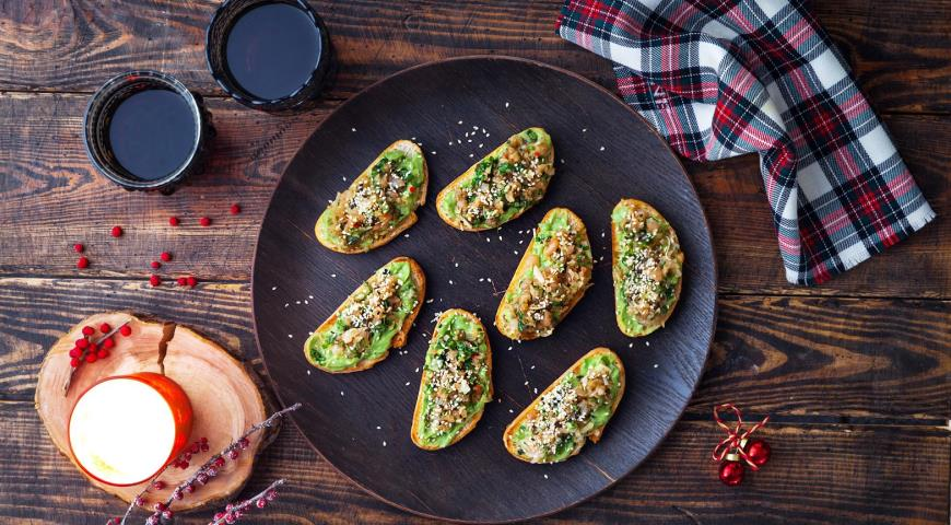 Чиабатта с креветками и авокадо
