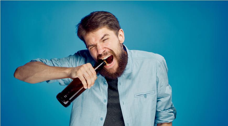 Алкоголь разрушает зубы