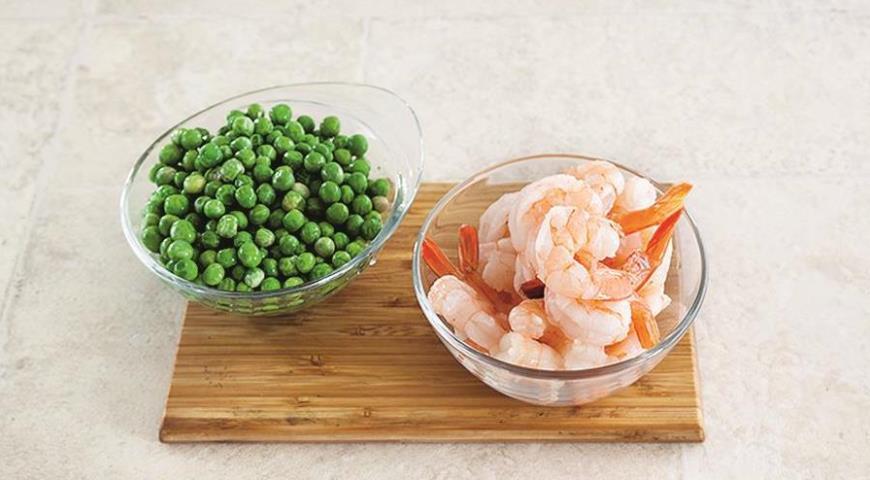 Фото приготовления рецепта: Рис по-индийски с креветками за 15 минут, шаг №1