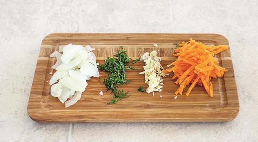 Фото приготовления рецепта: Рис по-индийски с креветками за 15 минут, шаг №3