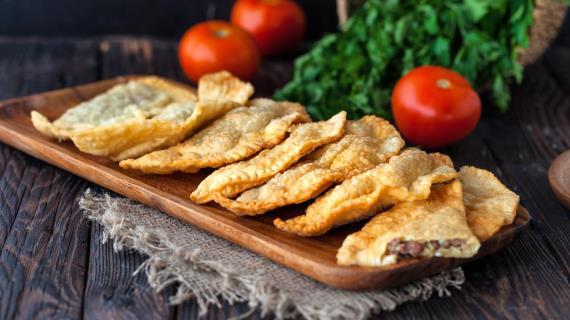 Пирожки-лодочки во фритюре – кулинарный рецепт
