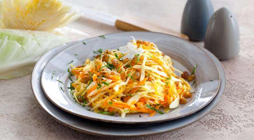 теплый капустный салат