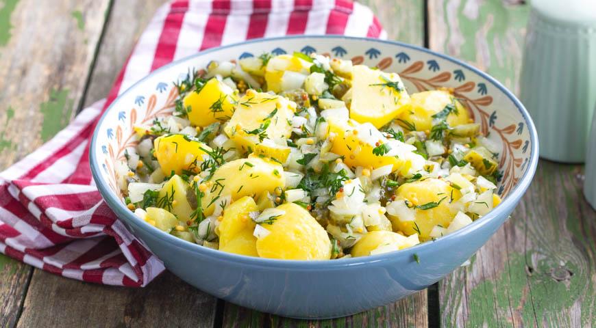Теплий салат з печеної картоплі