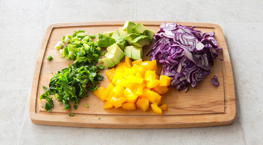 Різнобарвний салат з квасолі з овочами