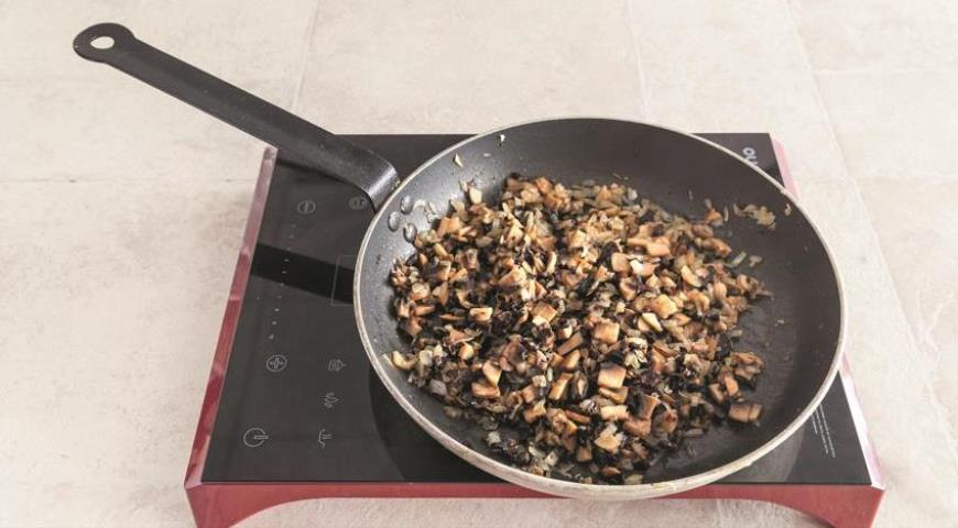 Пельмені на кефирном тесті з яловичиною і грибами