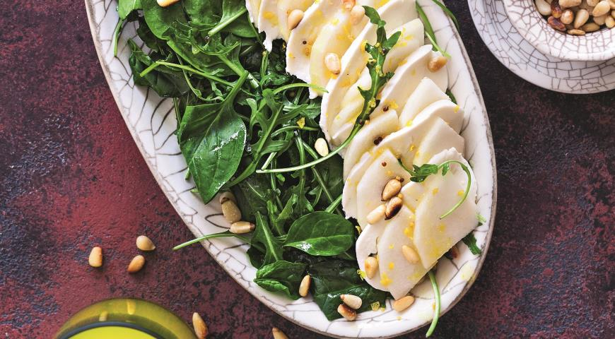 Cалат с моцареллой, грушами и кедровыми орехами 2