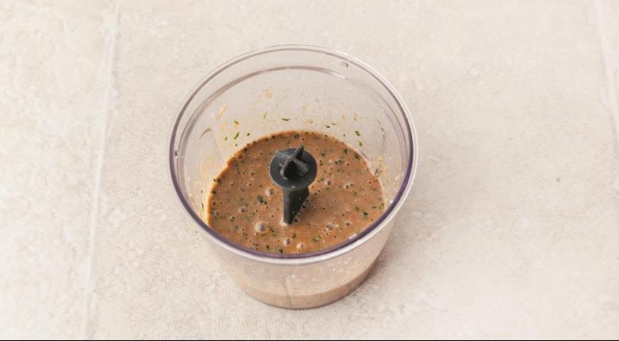Салат з грудки індички з овочами і арахісом