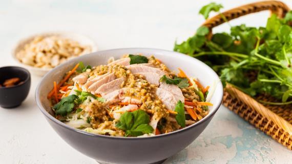 Салат с индейкой и рисом – кулинарный рецепт